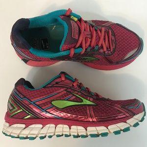 Brooks Adrenaline GTS 15 Womens Running Shoe 6.5